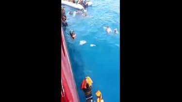 Un migrant a filmé sa traversée de la Méditerranée