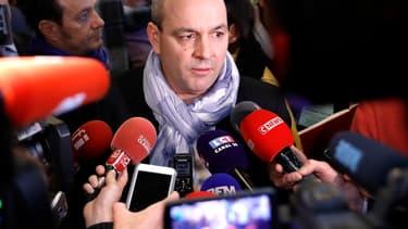 Laurent Berger, secrétaire général de la CFDT, a annoncé son intention de porter plainte dès lundi contre les auteurs des agressions qui ont eu lieu lors de l'intrusion au siège de l'organisation syndicale
