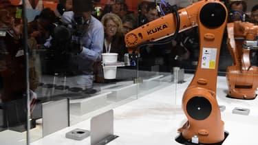 Après la décision de l'allemand Voith d'apporter ses parts, le chinois Midea dispose d'au moins 38,6% du capital de Kuka.