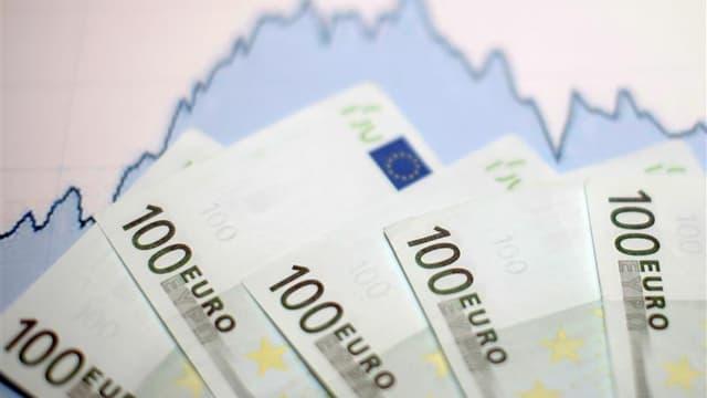 La Grèce a annoncé vendredi que 85,8% des créanciers privés avaient accepté l'échange d'obligations souveraines et que ce pourcentage passerait à 95,7% avec l'emploi des clauses d'action collective. /Photo d'archives/REUTERS/Dado Ruvic