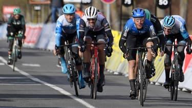 Giacomo Nizzolo le plus fort au sprint