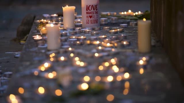 Des bougies disposées devant le mémorial de l'attentat de Manchester du 22 mai 2017 (image d'illustration)