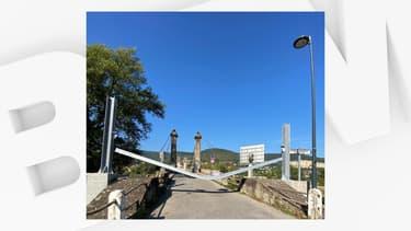 Le pont de Couzon-au-Mont-d'Or, au nord de Lyon, est à nouveau fermé à la circulation. Une poutre a été arrachée par un camion. Il pourra rouvrir dès mercredi prochain.