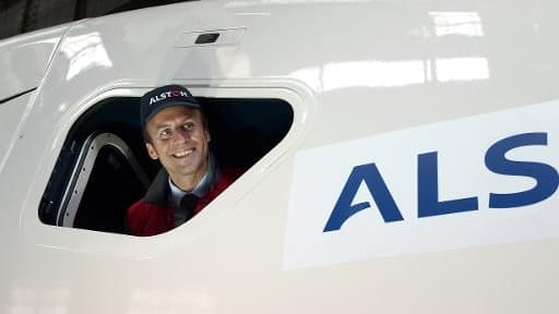 Emmanuel Macron lors d'une visite le 28 mai 2015 aux installations d'Alstom à Belfort