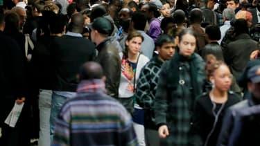 Le rythme des réformes engagées par François Hollande pour redresser la France est jugé trop lent par 64% des Français, selon un sondage réalisé par CSA pour l'émission de télévision Capital de M6 où le président s'exprime ce dimanche soir. /Photo d'archi