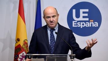 Le ministre de l'économie espagnol dans le cadre d'une conférence de presse au Luxembourg