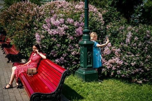 Retour dans les parcs et jardins à Moscou le 9 juin 2020