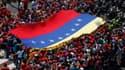 """Des dizaines de milliers de partisans de Hugo Chavez ont accompagné mercredi le cortège funèbre dans les rues de Caracas. Le Venezuela a basculé dans une période de transition incertaine au lendemain de la mort du """"Comandante"""", vaincu par un cancer après"""