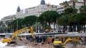 Dégâts causés par le spectaculaire coup de mer qui a balayé mardi la Côte d'Azur. A Cannes, les intempéries ont ravagé la totalité des plages de la Croisette. /Photo prise le 5 mai 2010/REUTERS/Sebastien Nogier