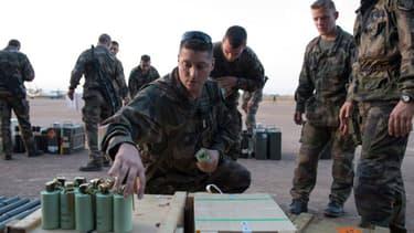 Une trentaine de véhicules blindés français ont quitté l'aéroport de Bamako où ils étaient basés, faisant route vers le nord du Mali.