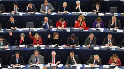 Européennes: les conservateurs du PPE en tête, les europhobes en force.