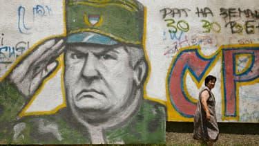 Mladic en cours de transfert depuis sa prison de Belgrade