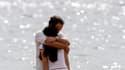 La plupart des femmes disent être prêtes à se marier plus par amour que par intérêt, sous réserve que l'heureux élu ne soit pas au chômage, selon un sondage effectué aux Etats-Unis. /Photo d'archives/ REUTERS/Santiago Ferrero