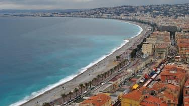 Les étrangers sont revenus arpenter la Promenade des Anglais à Nice.