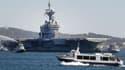 Le porte-avions Charles de Gaulle dans la rade de Toulon, en 2011.