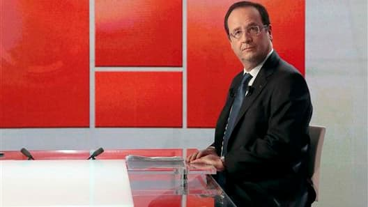 """François Hollande a annoncé dimanche qu'il n'entendait pas """"tout remettre à plat"""" lors de la réforme des retraites, se montrant particulièrement prudent sur le sort des régimes spéciaux et le rapprochement entre les secteurs public et privé. """"Tout remettr"""