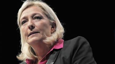 La présidente du Front national Marine Le Pen s'est fracturé le sacrum, os de la partie inférieure de la colonne vertébrale. /Photo prise le 23 septembre 2012/REUTERS/Stéphane Mahé