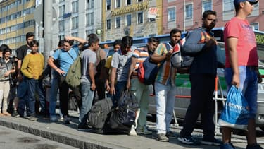 Des migrants sont pris en charge à leur arrivée à Munich, le 1er septembre 2015.
