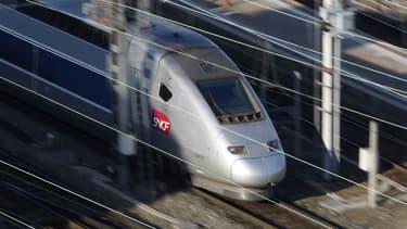 Le ministre délégué au Budget Jérôme Cahuzac a déclaré que le gouvernement pourrait renoncer à de nouvelles liaisons ferroviaires à grande vitesse afin de contribuer aux économies nécessaires pour restaurer l'équilibre des finances publiques. /Photo d'arc