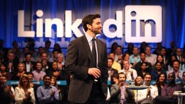 Comment rassurer et motiver ses salariés? Pour Jeff Weiner, PDG de LinkedIn, c'est simple comme un bonus de 14 millions de dollars.