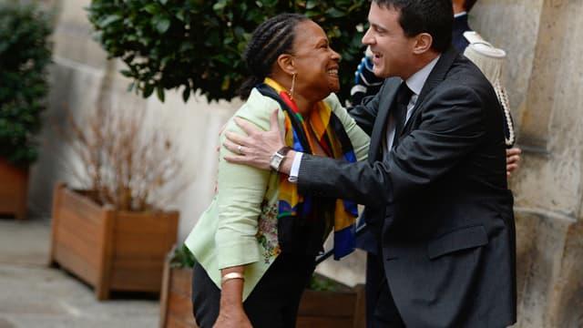 """Manuel Valls estime que la présence de Christiane Taubira à la réunion des """"frondeurs"""", à la Rochelle, ne remet pas en cause """"la cohésion"""" du gouvernement."""