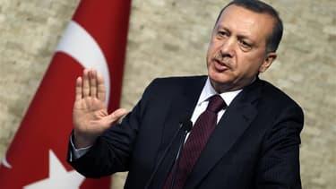 Le Premier ministre turc Recep Tayyip Erdogan a pour l'instant adopté un ton relativement mesuré après la destruction en vol par la Syrie vendredi d'un avion de combat turc en Méditerranée. La Turquie a pour l'instant annoncé qu'elle réagirait avec déterm