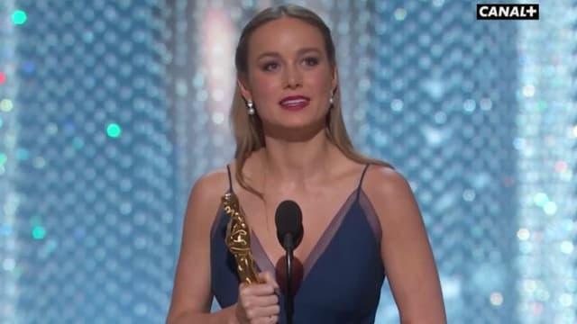 Brie Larson reçoit l'Oscar de la Meilleure actrice le 28 février 2016