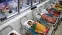 Les députés ont adopté mercredi une proposition de loi UMP qui vise à généraliser dans un délai de deux ans le dépistage précoce des troubles de l'audition chez les nouveau-nés. /Photo d'archives/REUTERS/Kham