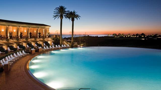 La grande piscine circulaire du Pelican Hill de Newport Beach