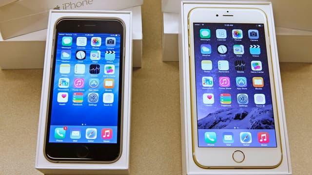 """Les constructeurs de smartphones, comme Apple et son iPhone, sont souvent accusés de pratiquer """"l'obsolesence programmée"""" sur leurs produits pour inciter à acheter un nouveau modèle."""