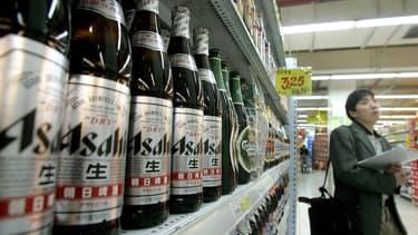 Des bières Asahi dans un supermarché en Chine.