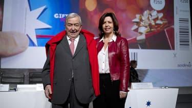 Le fondateur de Sodexo Pierre Belon, et sa fille Sophie, lorsqu'il lui a passé les rênes de l'entreprise début 2014.