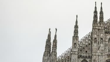 Des policiers italiens en faction devant le Duomo de Milan, en novembre 2015.