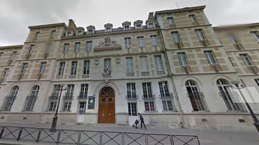 Le lycée Montaigne, à Paris, est bloqué depuis quatre jours par des manifestants qui protestent contre la mort de Rémi Fraisse.