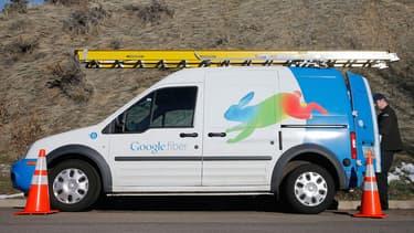 """Au lieu d'une offre pour accéder à son réseau """"Fiber"""", Google en a développé quatre. Trois sont payantes (de 50 à 130 dollars) avec des débits de 100 Mb et de 1 Gb. La 4e, destinée à ceux qui n'ont pas les moyens de payer, est gratuite mais n'offre que 5 Mb."""