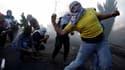 Des palestiniens jettent des pierres sur les forces israéliennes, le 9 octobre à Beit El. (Illustration)