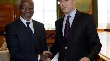 Alain Juppé avec le Ghanéen Kofi Annan, nouvel émissaire de l'Onu et de la Ligue arabe en Syrie, lundi à Genève. Le temps viendra pour le régime syrien, et tout particulièrement le président Bachar al Assad, de rendre des comptes pour les crimes commis co
