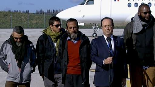 François Hollande et les quatre anciens otages.