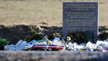 La stèle installée à la Seyne-sur-Mer en hommage aux 150 victimes du crash de l'Airbus A320 de la compagnie Germanwings.