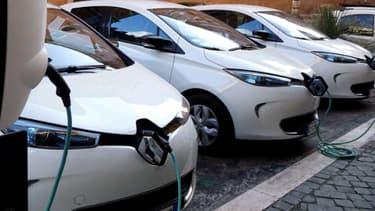 La Renault Zoé est la voiture électrique la plus vendue en France actuellement. Mais elle a désormais de nombreuses concurrentes.