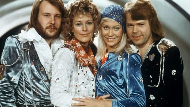 (g-d) Le groupe suédois ABBA, Björn Ulvaeus, AgnethaFaltskog, Anni-FridLyngstad et Benny Andersson, lors du concours de l'Eurovision, le 9 février 1874