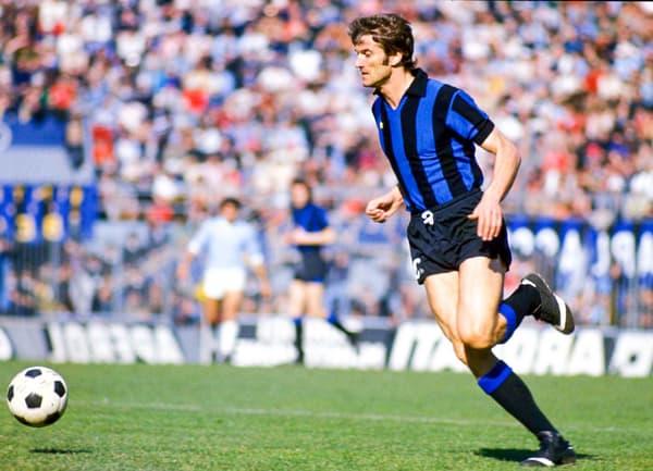 Giacinto Facchetti sous le maillot de l'Inter Milan en 1964