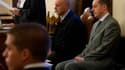 Paolo Gabriele (à droite), l'ancien majordome de Benoît XVI accusé d'avoir volé et diffusé des documents confidentiels pris dans les appartements du pape, a subi un revers samedi à l'ouverture de son procès, les preuves réunies par une commission d'enquêt