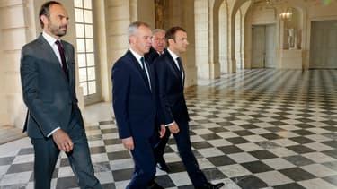 Edouard Philippe entre au Château de Versailles aux côtés de François de Rugy, Emmanuel Macron et Gérard Larcher.