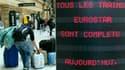 A la Gare du Nord, à Paris. La grève à la SNCF se poursuivra samedi pour le 11e jour d'affilée dans le sud de la France, alors que l'entreprise ferroviaire tente de satisfaire des milliers de clients touchés par la suppression de vols en renforçant ses li