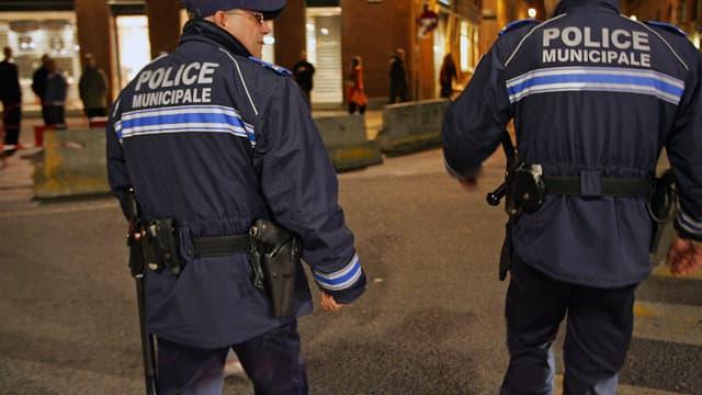 Des policiers municipaux armés patrouillent dans les rues de Toulouse (Photo d'illustration) - Georges Gobet - AFP