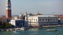 La place Saint-Marc et le Palais des Doges de Venise en 2013, vus du canal de la Giudecca.