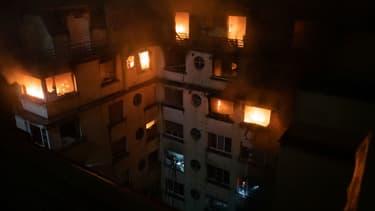 Le feu a ravagé un immeuble du 16e arrondissement de Paris.