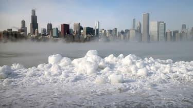 La vague de froid historique qui frappe le nord des Etats-Unis n'épargne pas Chicago, où on relevait -16°C, le 7 janvier 2014