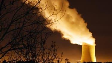 Les exploitants de 80 installations nucléaires situées en France, dont EDF pour ses 19 centrales rendront jeudi à l'Autorité de sûreté nucléaire (ASN) leur premier rapport d'évaluation de sûreté après l'accident de Fukushima au Japon. /Photo d'archives/RE
